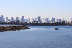 海辺から見た都会