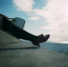 旅、風に揺れる爪先。
