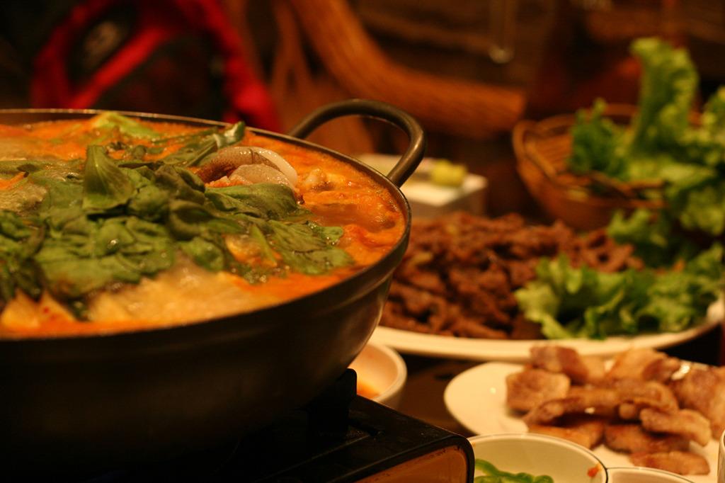 韓国料理屋さんの海鮮鍋と焼肉