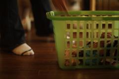 夕暮れの洗濯籠