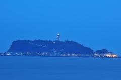 江ノ島を臨む