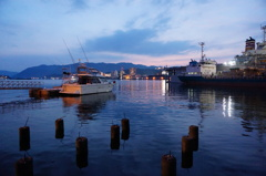 夕暮れの港