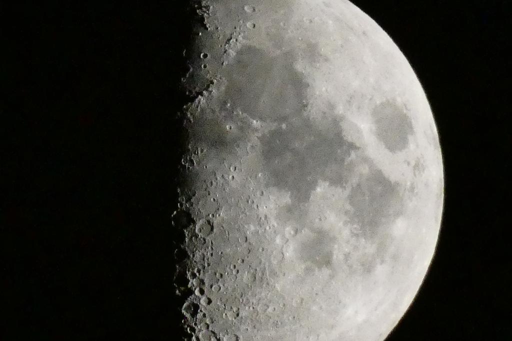 久しぶりに月を見つけて 最大ズーム