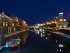 運河に映る街灯り