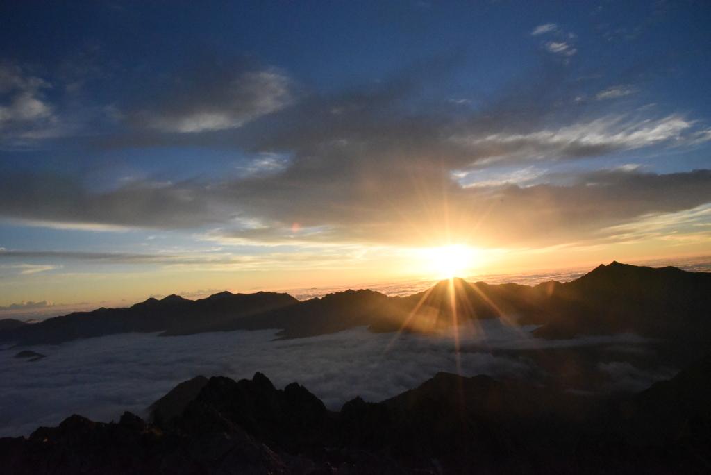 剣岳山頂 日の出あと