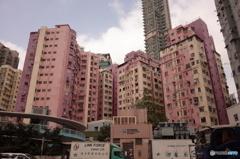 桃色のマンション群