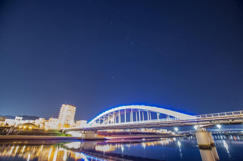 御成橋と冬の星座