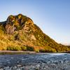 朝焼けの城山と狩野川
