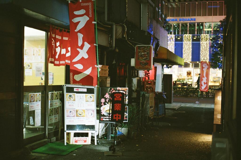 路地のラーメン屋
