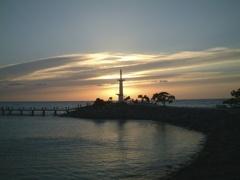 リゾートの灯台夕景