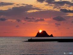 手石島と朝陽