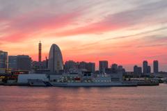 海上保安庁 巡視船「あきつしま」と夕焼け