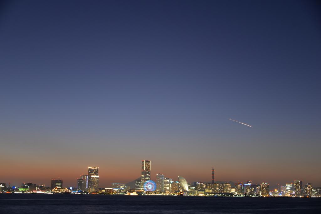 横浜の夕闇空