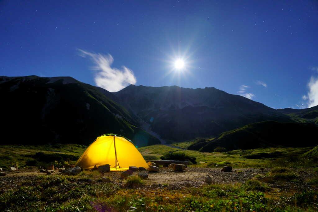 雄大な山に抱かれて眠るのは夢のまた夢