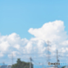 空(ソーラー)、鉄塔、電線、街。 淡い繋がり。