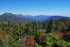 赤石山から岩菅山、苗場山方面を望む