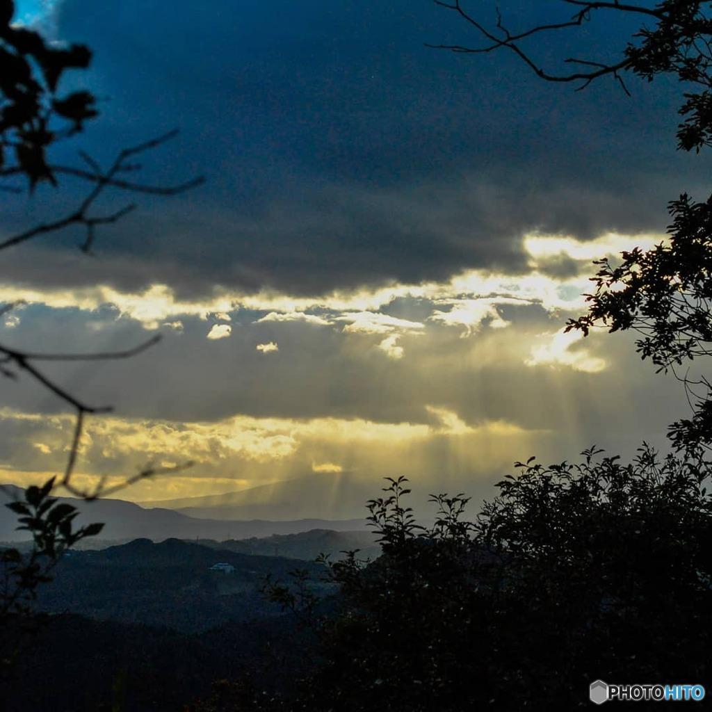 山々を照らす光