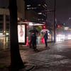 雨の日のバス停