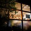 夜の散歩と美容室の明かり