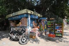 街の片隅で営業するお店