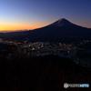 黒岳山頂から見る富士山の夜明け(1/2)