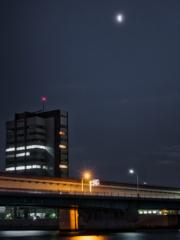 隅田川から月を蝕む