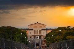 雨上がり 夕方  市立美術館。