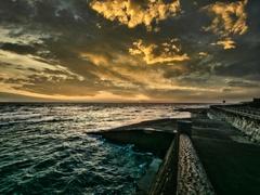 漆黒に向かう海