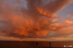 襲い掛かる雲