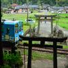 崎山八幡神社(参道を横切る鉄道)