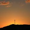 夕陽に燃ゆる鉄塔