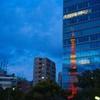 ビルに写る東京タワー