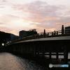 帰り道は夕照の橋