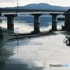 静かな湖畔の橋