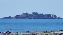 陸地から見た軍艦島