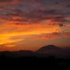 夕暮れの男体山