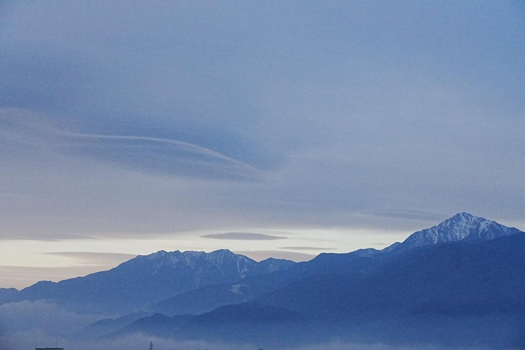 夜明けを待つ南アルプス(甲斐駒ヶ岳:近景)