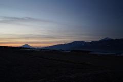 早朝の富士山と南アルプス