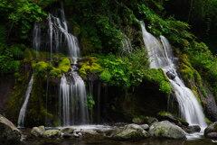 たそがれ時の川俣川渓谷*1;吐竜の滝