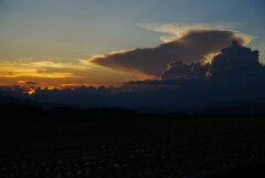 夕焼けと入道雲