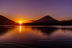 冬の朝 精進湖