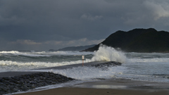 爆荒れ 八丁浜海岸