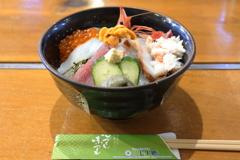 今日の昼ごはん「海鮮丼」