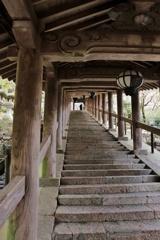仏への登廊
