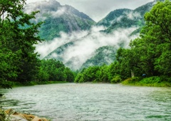 小雨の梓川