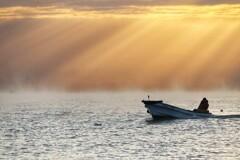 漁を終えて寄港する漁船