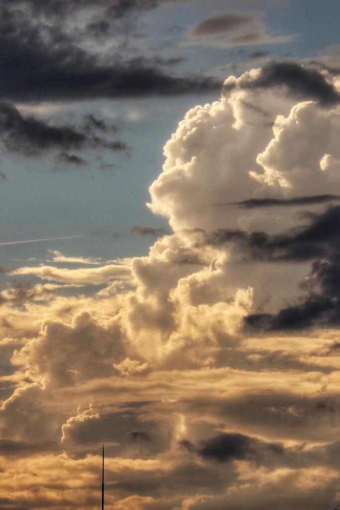雷雨去りし西の空