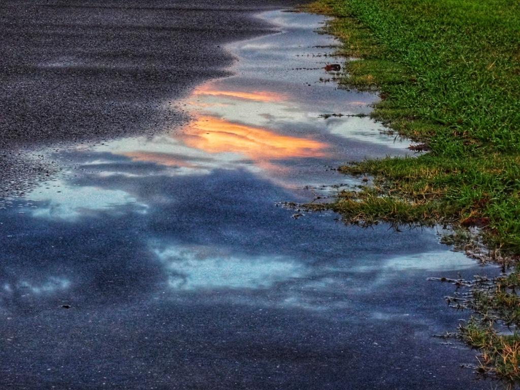 地上に落ちた夕空
