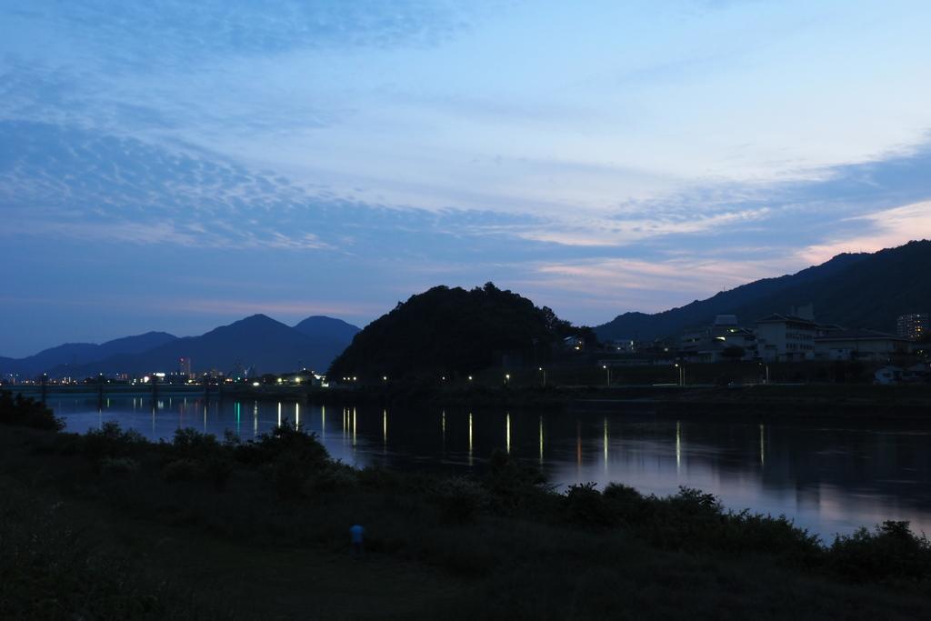 川面と空と家路の光
