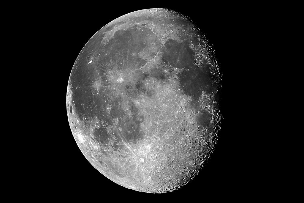 解像度高めの月!